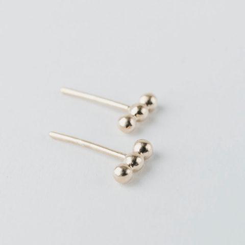 """Boucles d'oreilles """"puces"""" en vermeil, composées de trois petites billes alignées"""